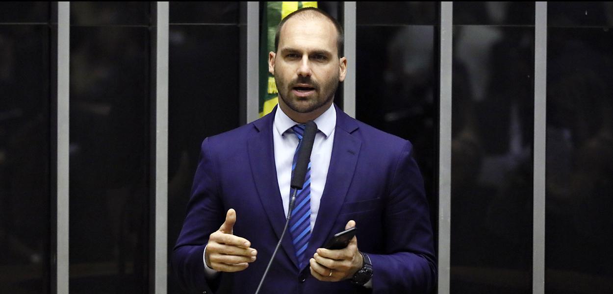 PSL registra pedido de expulsão de Eduardo Bolsonaro