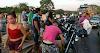 TOMBO NA PONTE: População saqueia carreta que tombou na ponte