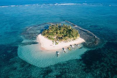 Vue aérienne de Siargao aux Philippines , l'une des plus petites et plus belles iles d'Asie du sud est.