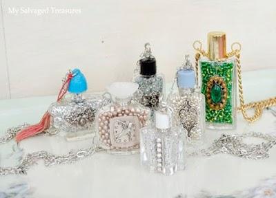 Collares de botellas de perfume vacíos a lo vintage