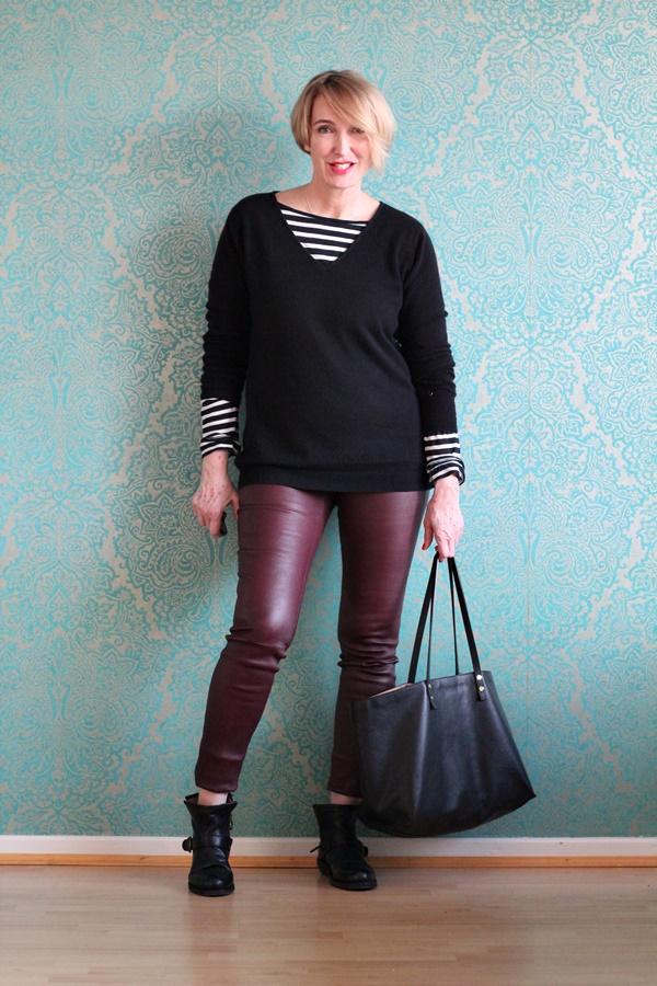 Pullover mit Ringelshirt und eine Lederlegging