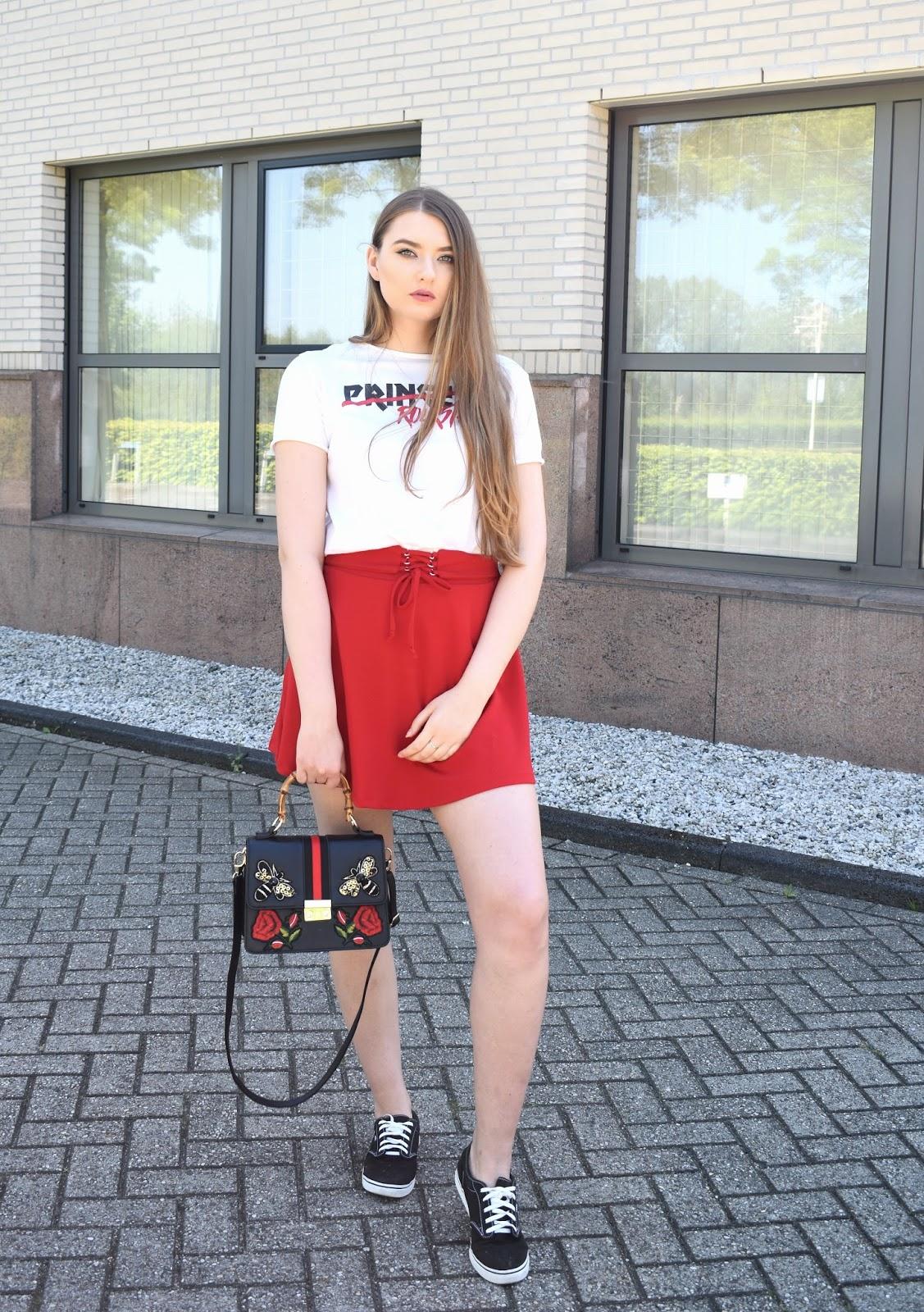 bluzki do czerwonej spodnicy