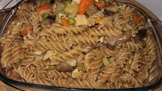 Pasta integral con verduras y pavo