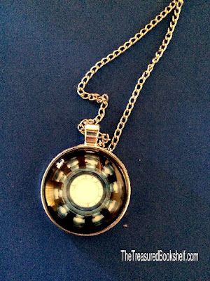 The necklace in the March 2016 Fandom of the Month Club Subscription Box has a silver color with a Iron Man core pendant.  I have already worn this several times and love the length and design.  It's pretty recognizable for anyone who has ever seen an Iron Man or Avengers movie.  Which is about everyone I would imagine at this point.
