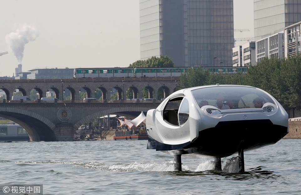 """Hailing a """"flying"""" taxi on the River Seine in Paris?"""