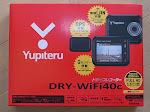 yupiteru DRY-WiFi40cドライブレコーダーの商品パッケージちゃんと見ればシガーソケット付属と書いてあるが通販で購入したのでそんなの見ているはずも無く