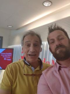 Actuación en Onda Madrid, Félix Crujera con el presentador