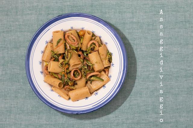 Rigatoni con calamari, zucchine ed i loro fiori