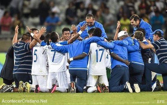 Selección de Honduras canta a Dios en Olimpiadas