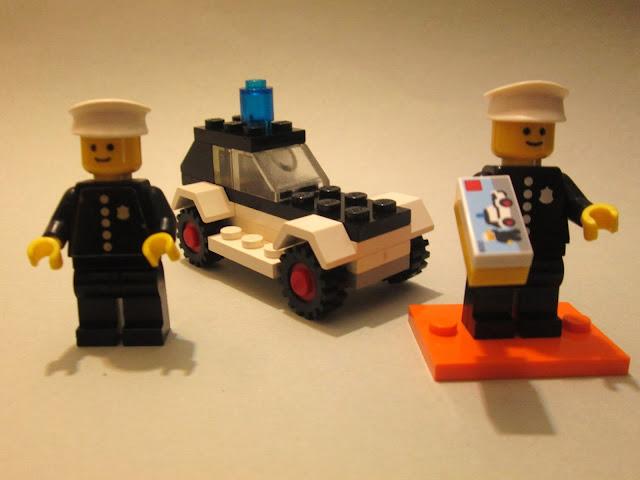 Sets LEGO 600 e 71021 O Polícia 40 anos depois