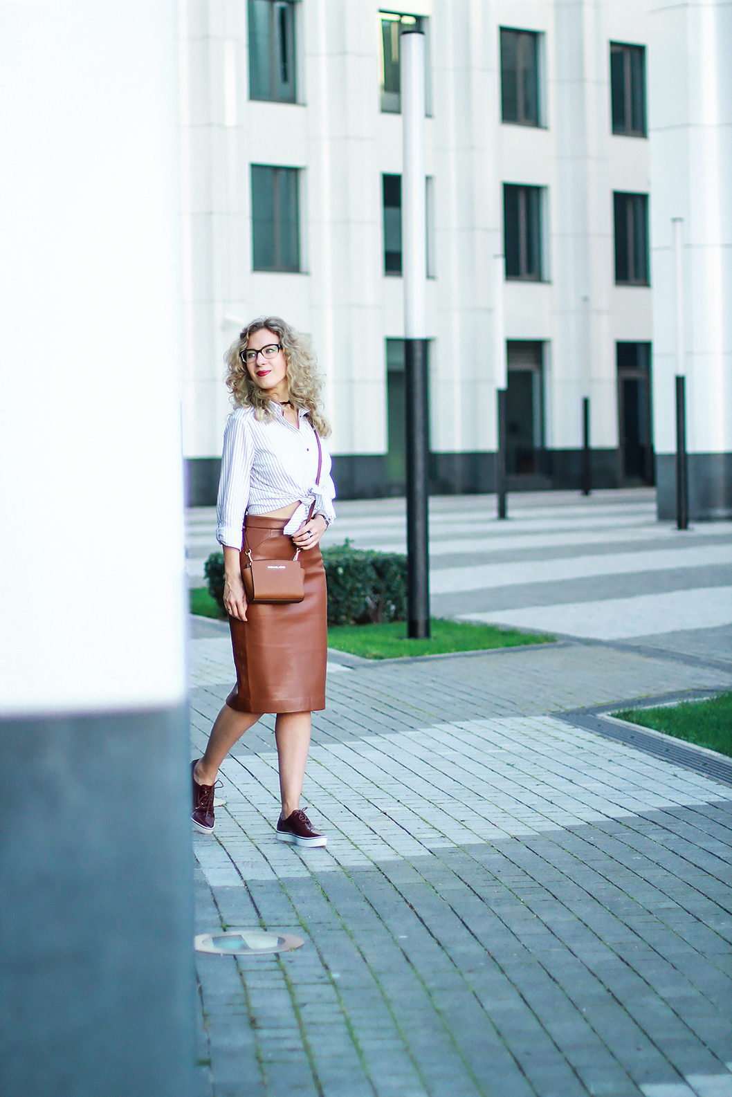 margarita_maslova_leather_skirt_stryped_shirt_marsala_brogues_streetlook