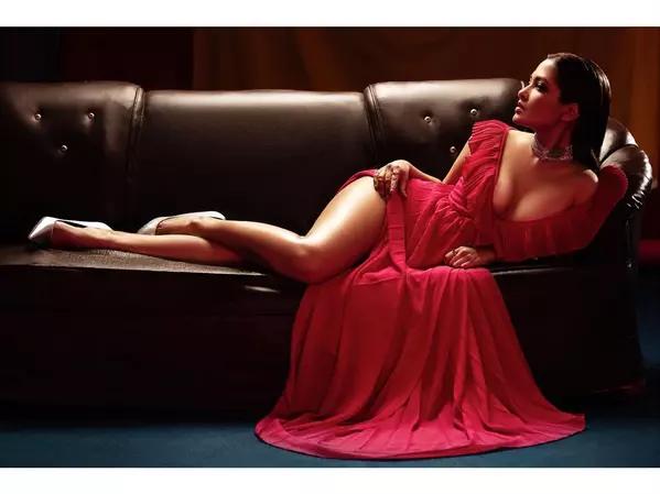 riya-sen-sets-instagram-on-fire-with-sexy-pics