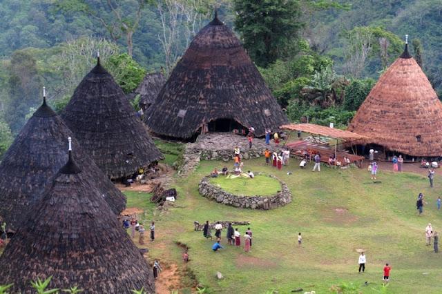 Seorang Mahasiswa Temukan Desa yang Hampir Punah, Saat Masuki Pedalaman NTT