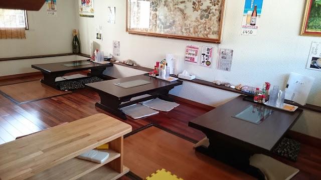 沖縄そば まるやす 中城店の店内の写真