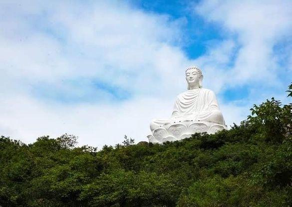 Tượng Phật Đức Thế tôn có chiều cao 69 mét ở Núi Bà