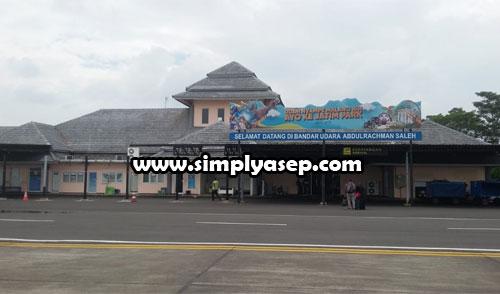 ABDURACHMANSALEH : Inilah foto bagian luar Bandara Abdurachmansaleh Malang (Jawa Timur) yang saya foto saat landing di Bandara tersebut Rabu 23 Januari 2020)  sekitar jam 12.45 WIB. Foto Asep Haryono