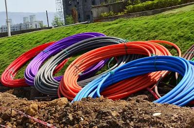 bobine-rotoli-cavi-fibra ottica-internet-tecnologia