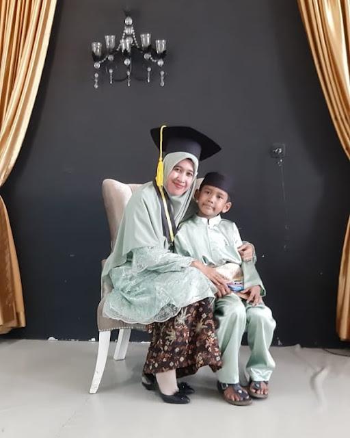 Foto istri ustadz Abdul Somad