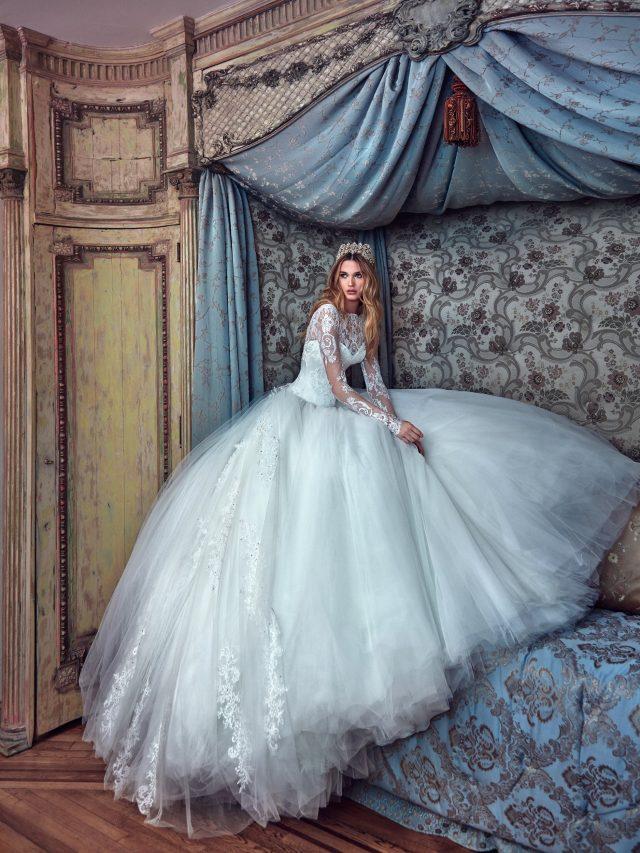 vestidos de novia elegantes con pedrería