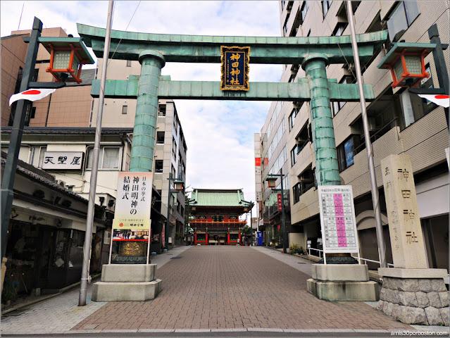 Torii del Santuario Kanda Myojin en Tokio