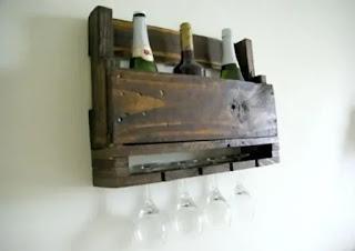 Kerajinan Palet Kayu Untuk Menyimpan Botol