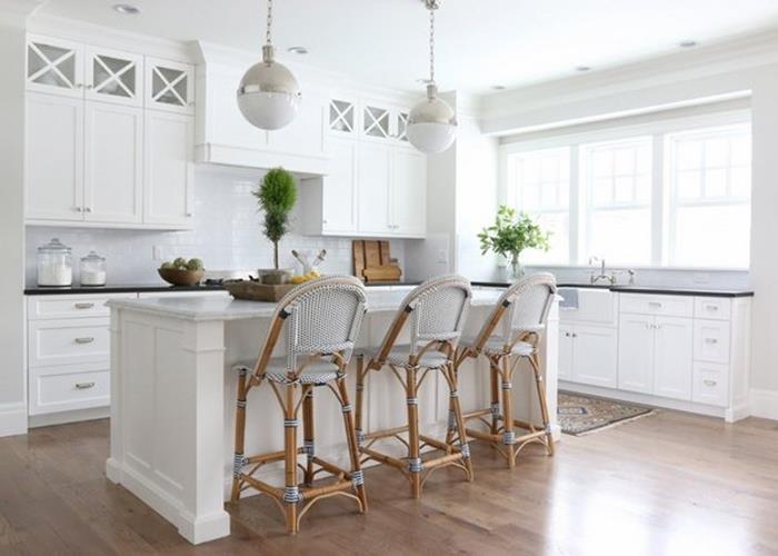 sade dekorasyon ve beyaz mutfak dolap modelleri