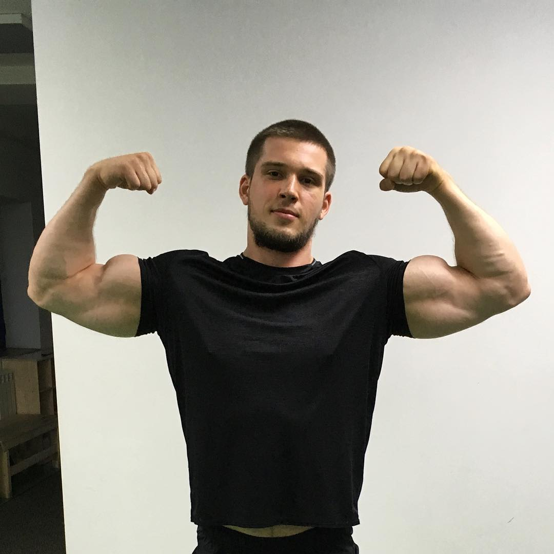 sexy-strong-russian-guys-huge-strong-biceps-flex