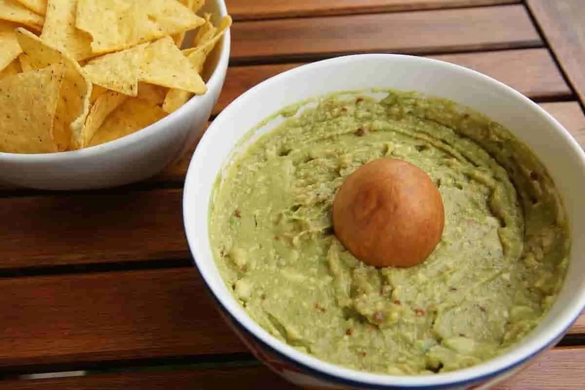 Guacamole-recipe-serving