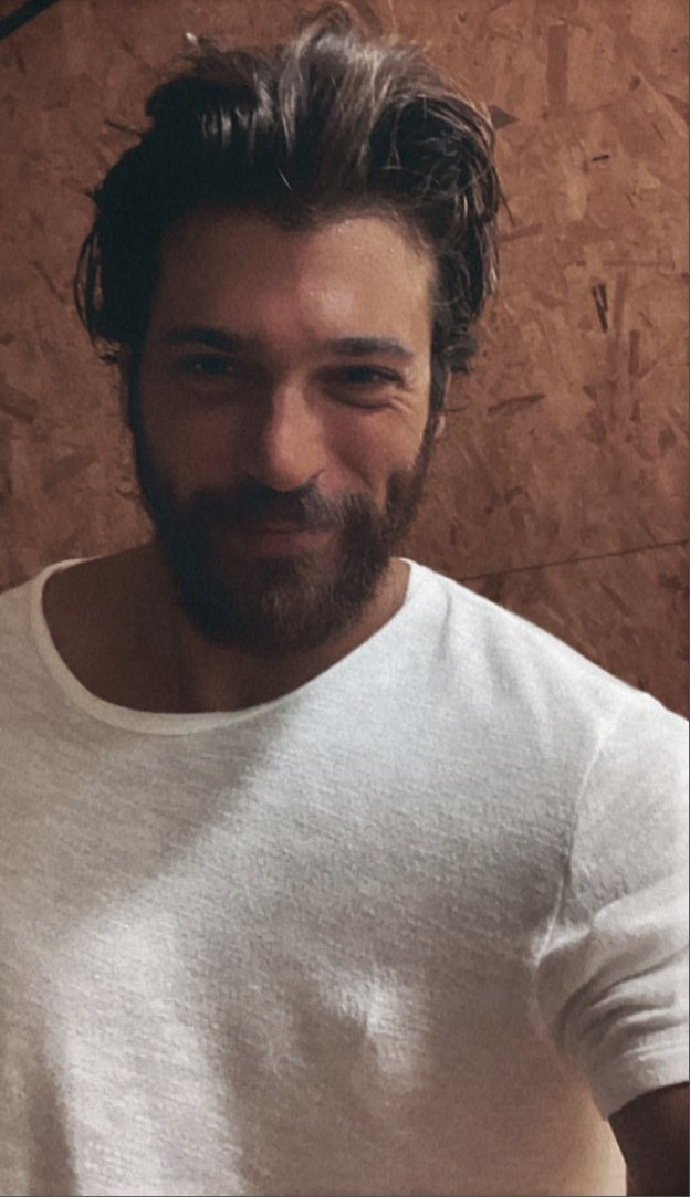 Can Yaman melts his fans with this stunning picture