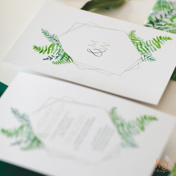 geometryczne, botaniczne zaproszenia, zielone zaproszenia, roślinne, akwarelowe, paprotki, paproć, transparentne, nietypowe zaproszenie, kwiatowe, zaproszenia z motywem paproci, projekt indywidualny, projekt ślubny, indywidualne projekty zaproszeń, geometryczne zaproszenia ślubne, transparentne, koperta z kalki,