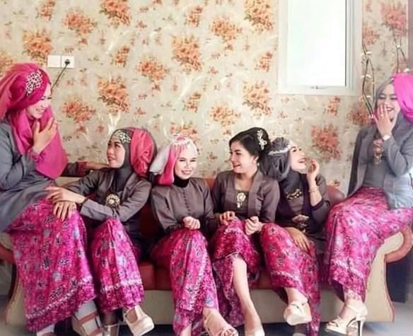 Trend Baju Muslim Kebaya Modern Kombinasi Batik Untuk