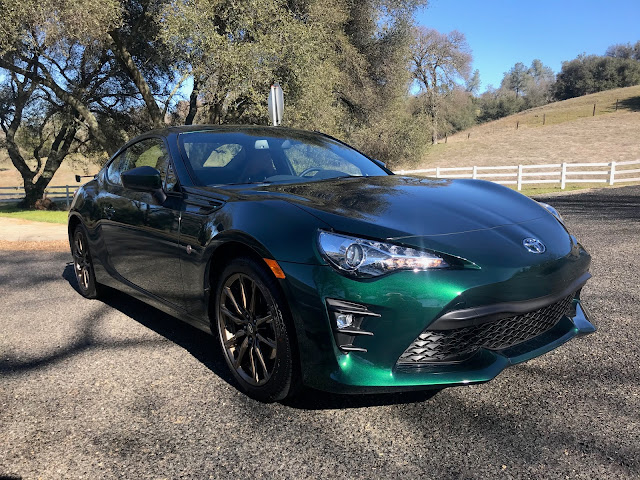 Front 3/4 view of 2020 Toyota 86 Hakone Edition