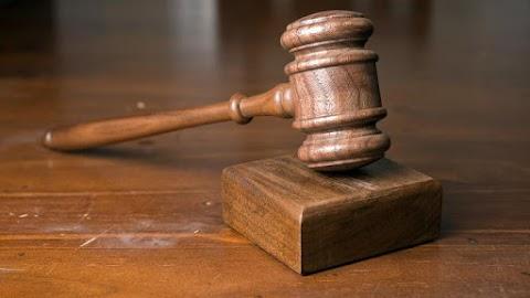 Megvan az ítélet: ennyit kapott az a pár, amely láncra verve tartott a pincéjében egy idős asszonyt