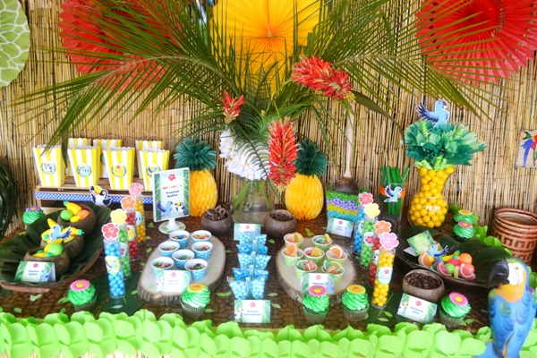 Rio Amazon Forest Jungle Inspired Party - via BirdsParty.com