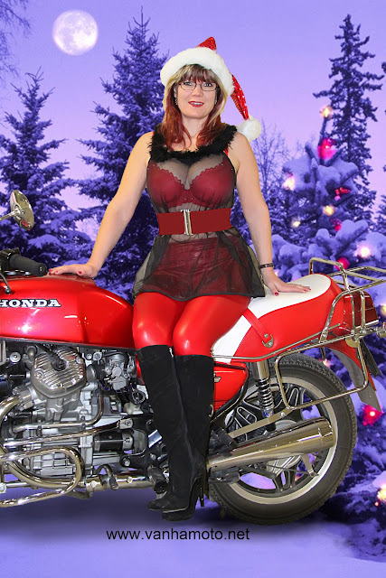moottoripyörä, läpinäkyvä pusero, tekonahkahousut, isot rinnat, E-kuppi, rintaliivit, joulu - motorbike, see trough shirt, fake leather pants, big breast, bra, christmas
