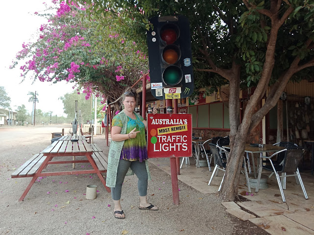 Daly Waters   Australia's most remote traffic light