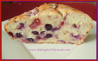 Lemon Berry Bread, a quick bread, moist and full of berries | Recipe by Baking In A Tornado http://www.bakinginatornado.com/2014/07/no-go.html | #recipe