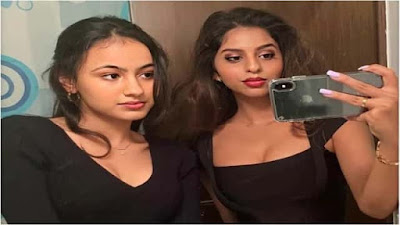 Suhana Khan mirror selfie viral on social media