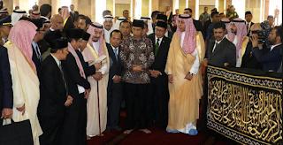 HADIAH RAJA SALMAN POTONGAN KISWAH Potongan Kiswah dari Raja Salman Disimpan di Perpustakaan Istiqlal