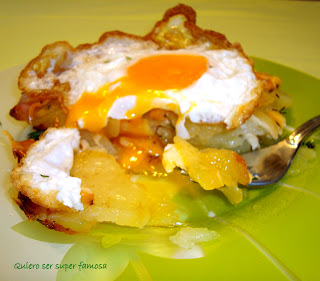 http://cosas-mias-y-demas.blogspot.com.es/2013/03/patatas-al-horno-gratinadas-con-huevo.html