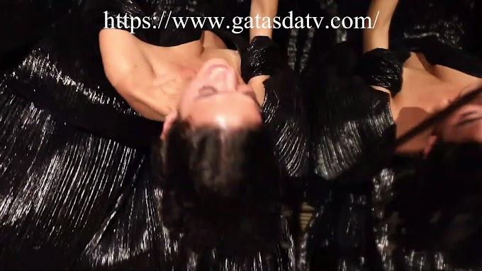 Bruna Marquezine - Pagando Peitinho - Assista Gratuitamente