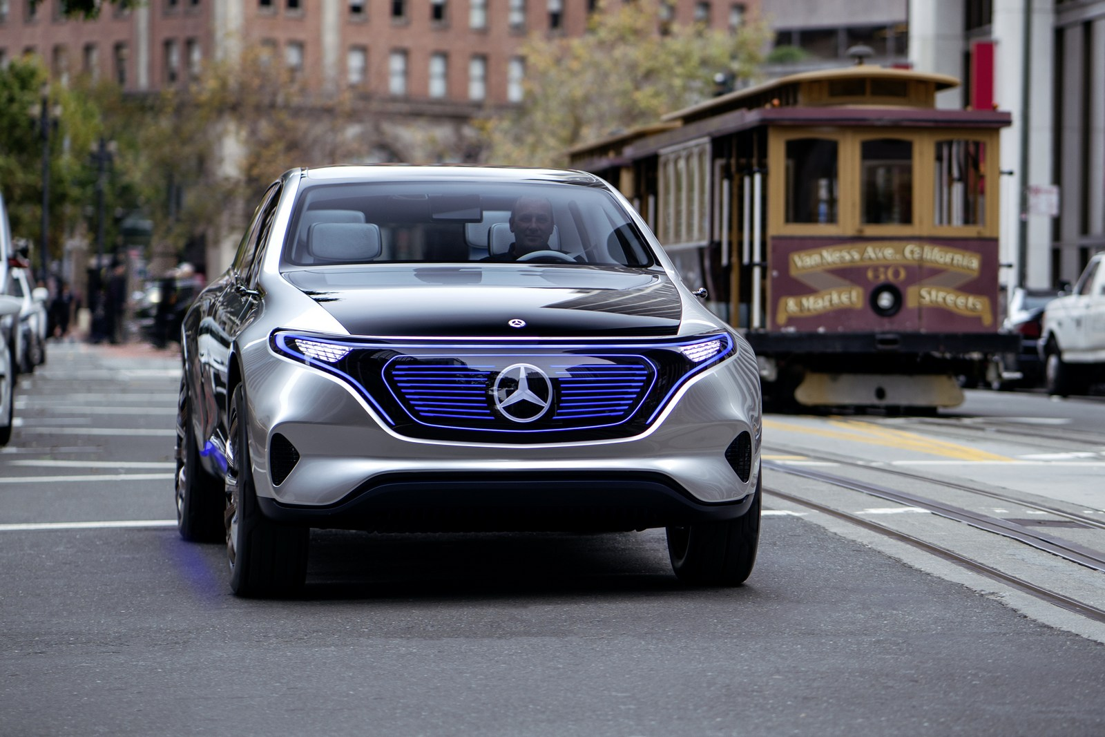 Mercedes to build eq crossovers in alabama first one for Mercedes benz alabama