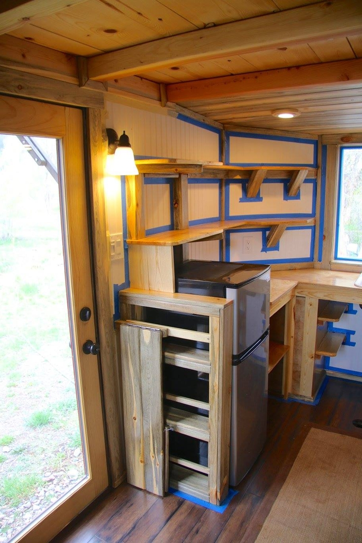 06-Jeremy-Matlock-Rogue-Valley-Tiny-Home-Construction-Architecture-with-the-Nautical-Tiny-House-on-Wheels-www-designstack-co
