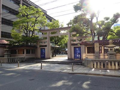 坐摩神社 大小3つの鳥居が横に組み合わさった珍しい三ツ鳥居