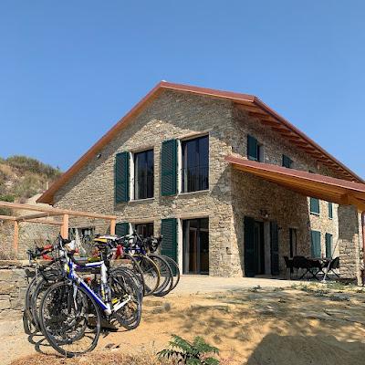 Cycling Piedmont, carbon road bike rental in Montechiaro Acqui Alessandria