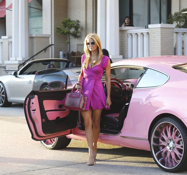 Paris Hilton shopping in the best style Penelope PitStop