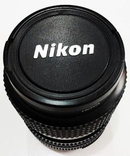 Lensa Nikon dengan lensacap asli