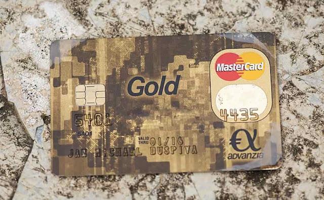 أحصل على بطاقة مصرفية ذهبية MasterCard مجانا حتى باب منزلك صالحة لتفعيل بايبال