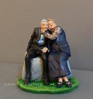 modellino personalizzato coppia anziani nonna nonno statuetta anniversario orme magiche