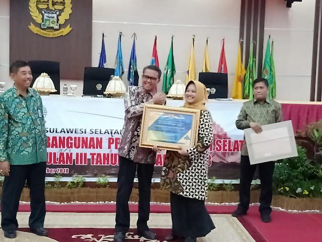 Wabup Sinjai Terima Penghargaan dari Menteri Keuangan RI
